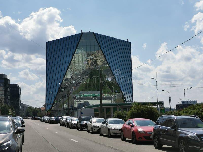 ST PETERSBURGO, RUSIA - junio de 2019: Vista de la plaza St Petersburg del centro de negocios en la avenida de Malookhtinsky fotografía de archivo