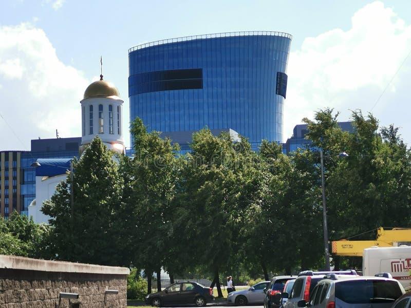 ST PETERSBURGO, RUSIA - junio de 2019: Vista de la plaza St Petersburg del centro de negocios en la avenida de Malookhtinsky fotos de archivo libres de regalías