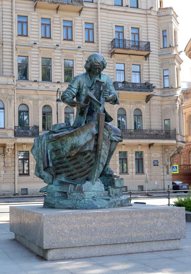 ST Petersburgo, Rusia Monumento al ` ruso del Zar-carpintero del ` de Peter I del emperador imagenes de archivo