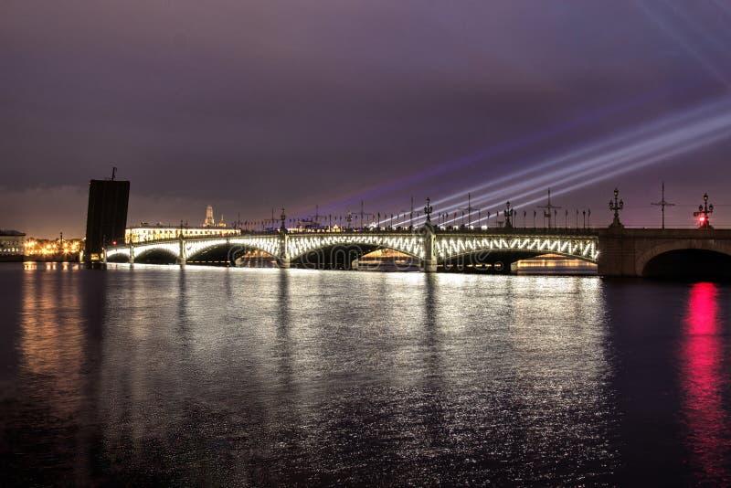 St- Petersburgrinity Brücke Weiße Nächte in Petersburg stockfoto