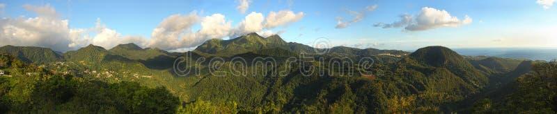 St Pierre bergen zoals die van Onderstel Pelee worden gezien royalty-vrije stock foto's