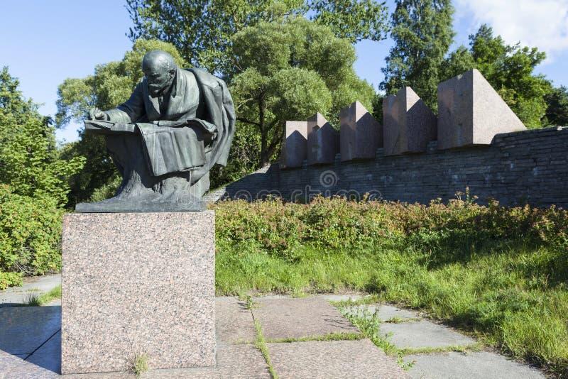 St PIETROBURGO, RUSSIA - 15 AGOSTO 2015: Foto del monumento di Lenin fotografia stock libera da diritti