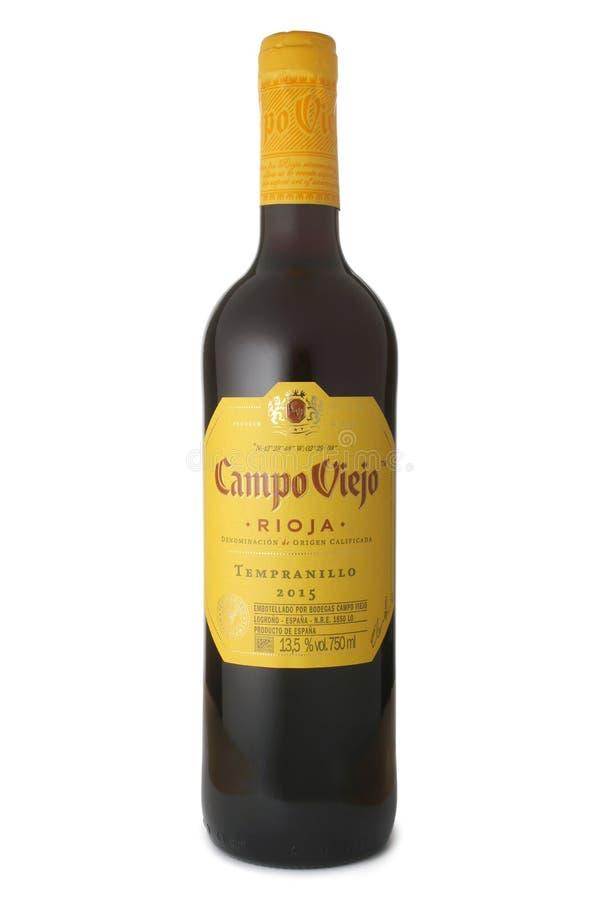 St PIETROBURGO, RUSSIA - 4 MARZO 2017: Bottiglia del campo Viejo Rioja Tempranillo, Spagna, 2015 fotografia stock