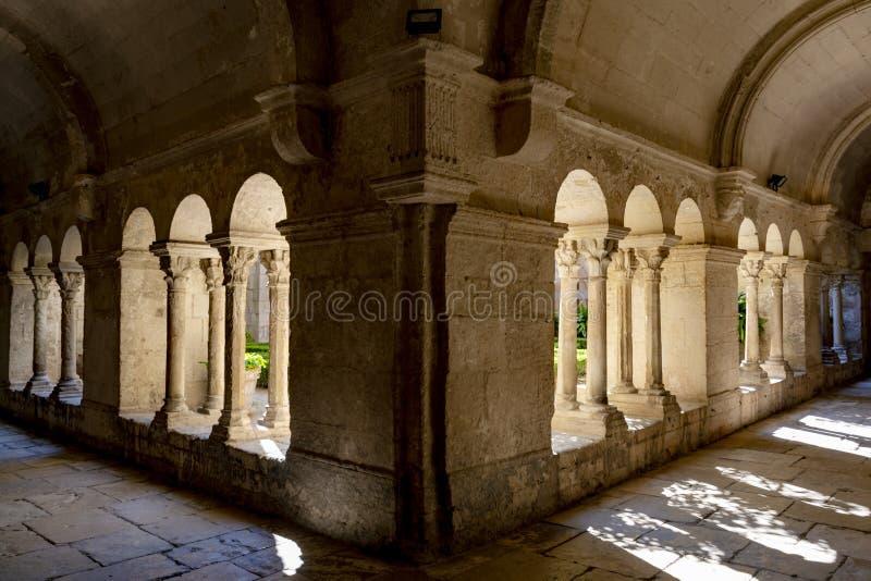ST Remy de Προβηγκία, Bouches du Ροδανός, Γαλλία, 11 05 2019 Στοά στο μοναστήρι του ST Paul de Mausole στοκ εικόνα