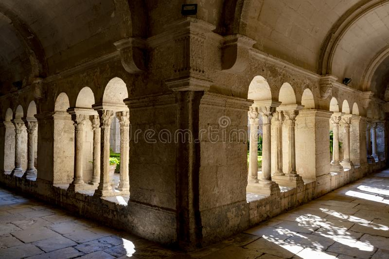 St. Remy de Provence, Bouches DU Rh?ne, Frankreich, 11 05 2019 Galerie im Kloster von St. Paul de Mausole stockbild