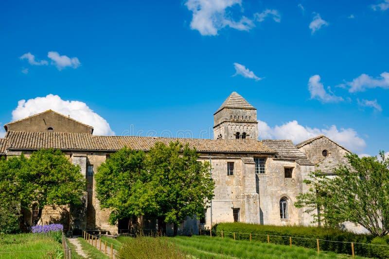 St. Remy de Provence, Bouches DU Rh?ne, Frankreich, 11 05 2019 Yard im Kloster von St. Paul de Mausole stockfotografie