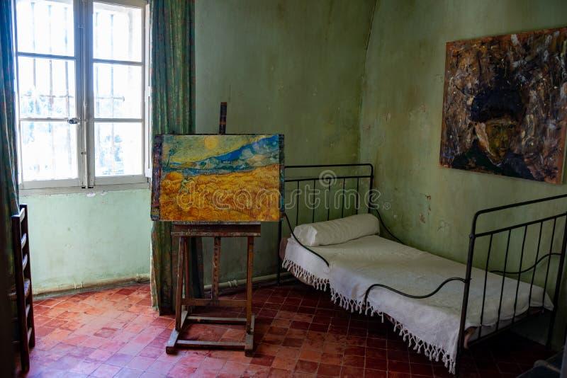 St Remy de Provence, Bouches du Rhone, Francia, 11 05 2019 Reconstrucci?n del sitio de los ??s de Vincent Van Gogh? en el monaste imagenes de archivo