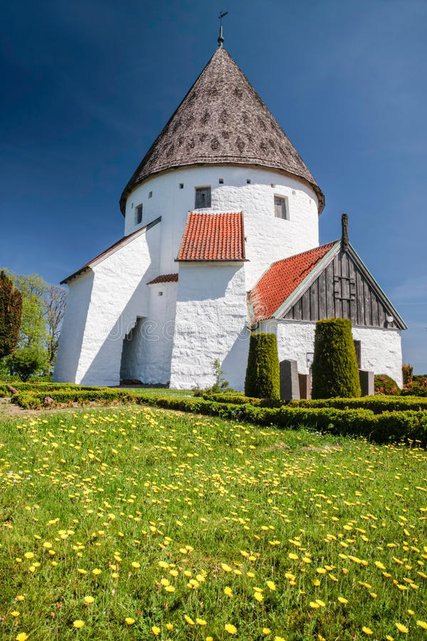 St rond d'Ols Kirke d'église sur Bornholm photographie stock libre de droits