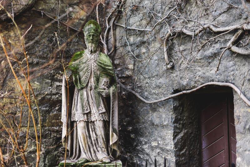 St Ruprecht statua na zewnątrz St Rupert kościół zdjęcie royalty free