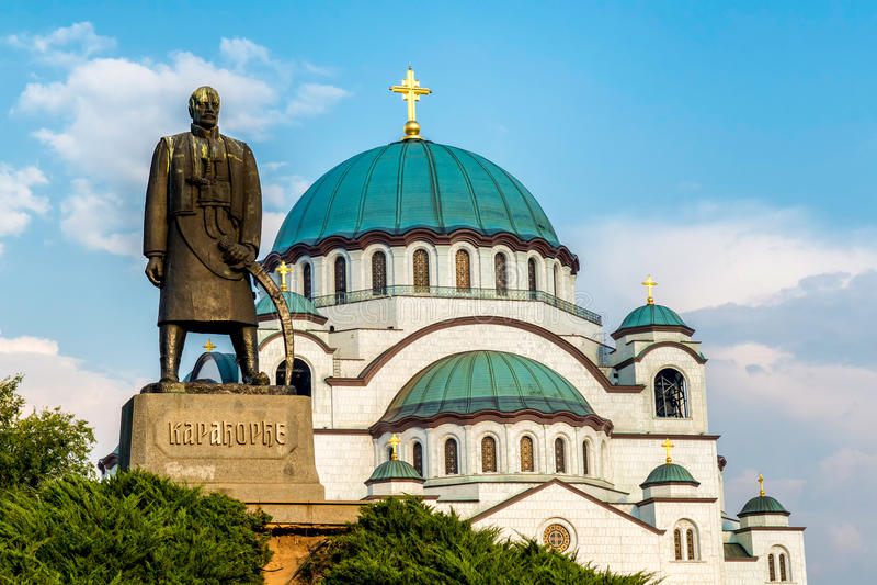 St Sava Cathedral e Karadjordje monunent, Belgrado serbia foto de stock royalty free