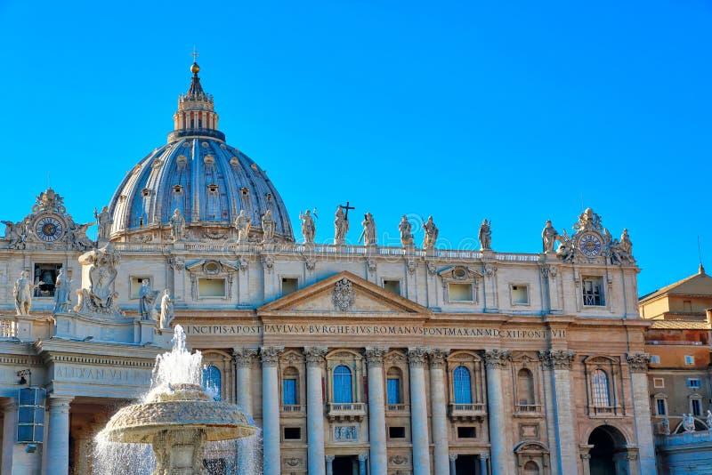 St scénique Peters Basilica à Rome près de Ville du Vatican photo stock