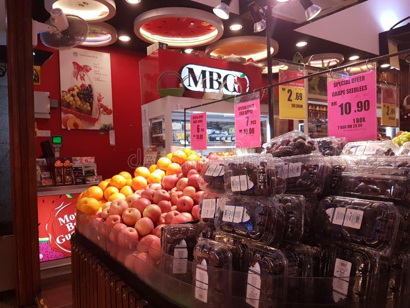 1st Sept 2016, Kuala Lumpur MBG-fruktaffär royaltyfria foton