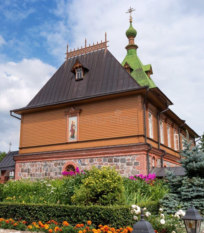 St Simeon y St Anna Church - refectorio en el territorio del convento de Puhtitsa Dormition de la iglesia ortodoxa rusa imágenes de archivo libres de regalías