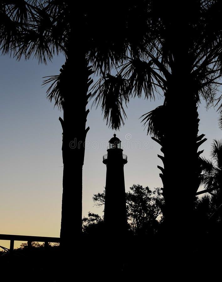 St Simons Island Lighthouse Between palmträden fotografering för bildbyråer