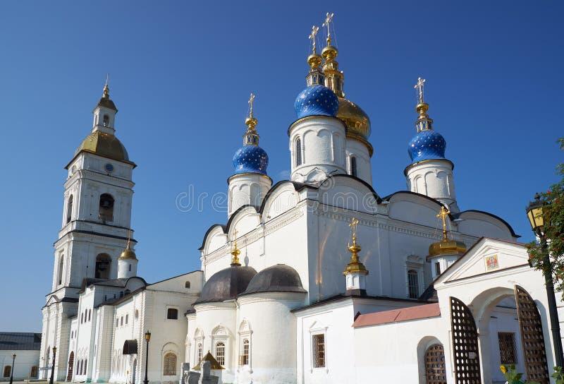 St.-Sophia-Annahme-Kathedrale und der Glockenturm von Tobolsk der Kreml Tobolsk Tyumen Oblast Russland lizenzfreie stockbilder
