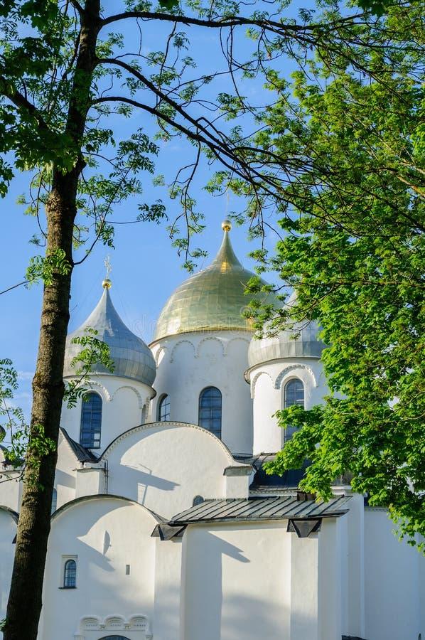 St Sophia antyczna katedra w Veliky Novgorod, Rosja przy lato zmierzchem obrazy royalty free