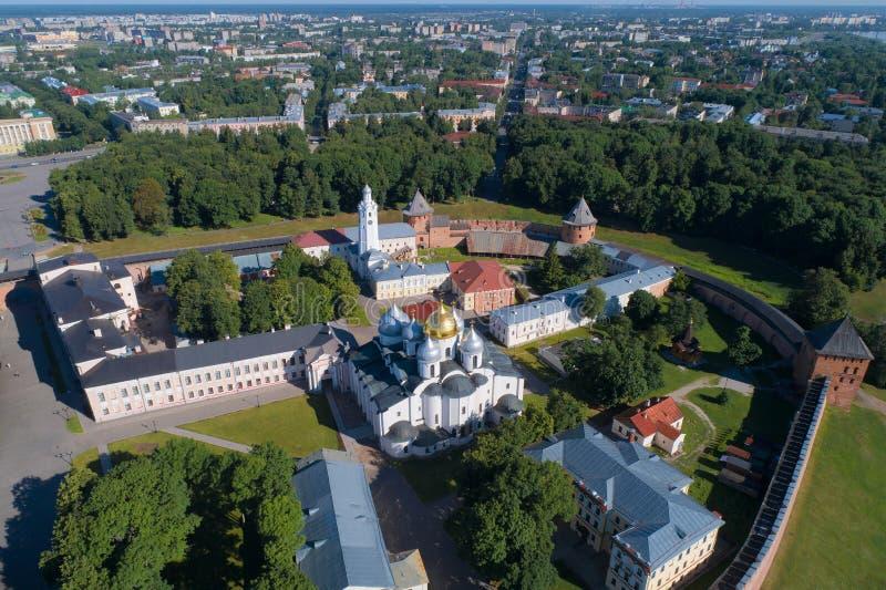 St Sophia Cathedral nel Cremlino della fucilazione di Veliky Novgorod da un quadrocopter La Russia fotografie stock