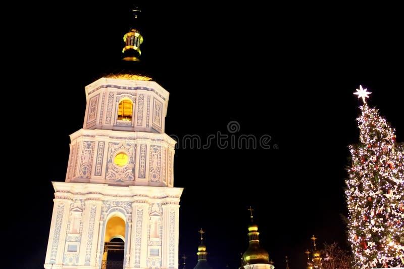 St Sophia Cathedral och strömförsörjningsKyivs träd för nya år, Kyiv arkivbild