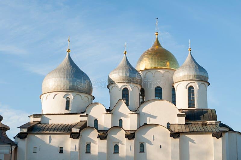 Καθεδρικός ναός του ST Sophia σε Veliky Novgorod, Ρωσία Άποψη ηλιοβασιλέματος κινηματογραφήσεων σε πρώτο πλάνο του ορόσημου Velik στοκ φωτογραφίες