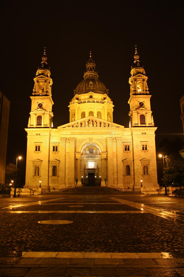 Download St. Stephen Church In Budapest At Night Stock Image - Image: 27646649