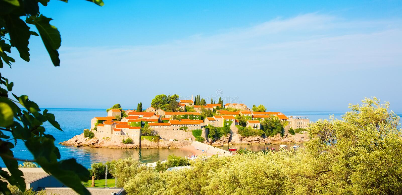 St Stephen eiland op Budva Riviera, Montenegro stock foto