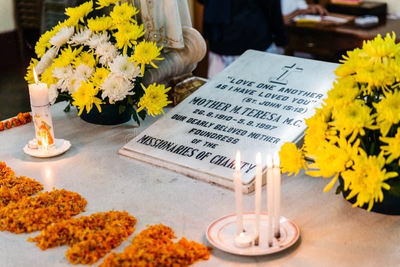 St Teresa do túmulo de Calcutá nos missionários da caridade em Kolkata, Índia fotos de stock