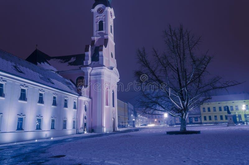 St Teresa quadrado de Avila e de igreja em Pozega fotografia de stock