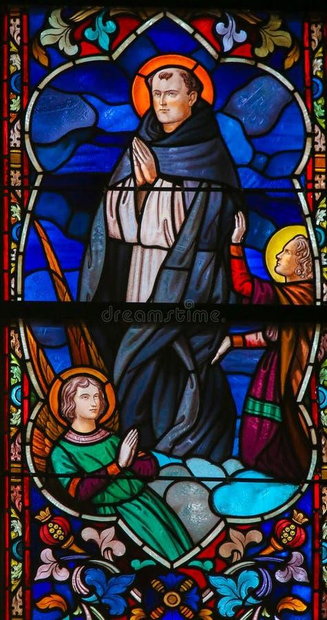 St. Thomas Aquinas - цветное стекло стоковые изображения rf