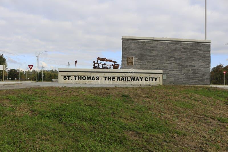 St Thomas, Canadá - 13 de octubre de 2018: Foto editorial de la muestra para St Thomas la ciudad ferroviaria en al sudoeste foto de archivo