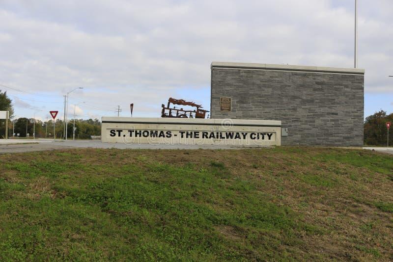 St Thomas, Canadá - 13 de octubre de 2018: Foto editorial de la muestra para St Thomas la ciudad ferroviaria en al sudoeste fotografía de archivo