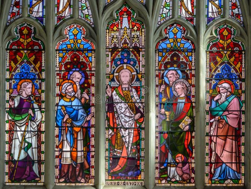 St Thomas och kyrka för St Edmunds - den östliga korfönsterupperen arkivfoto