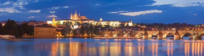 St Vitus Cathedral, castello di Praga e Charles Bridge fotografie stock libere da diritti
