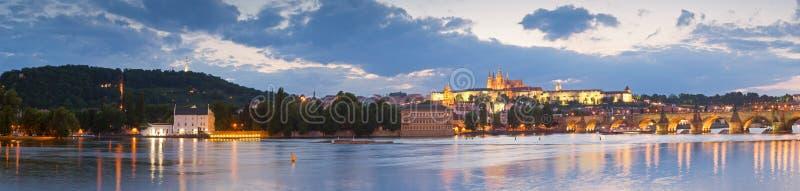 St Vitus Cathedral, castello di Praga e Charles Bridge fotografie stock