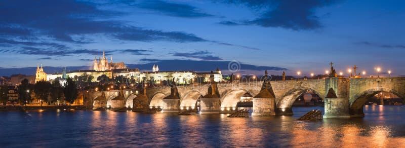 St Vitus Cathedral, château de Prague et Charles Bridge images stock