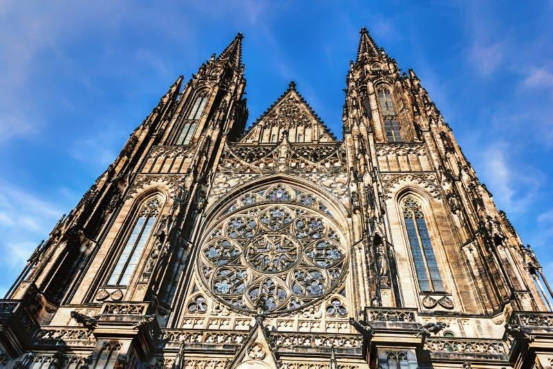 St Vitus Cathedral, detaljer av fasaden, Prague arkivbilder