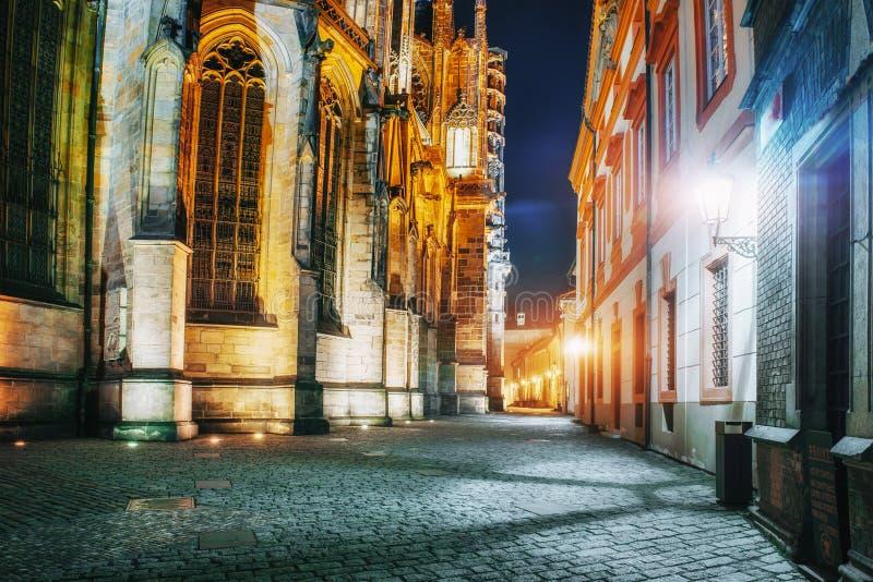 St Vitus Cathedral en el castillo de Praga en hermoso fotografía de archivo