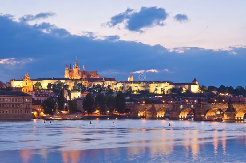 St Vitus Cathedral, het Kasteel van Praag en Charles Bridge royalty-vrije stock foto