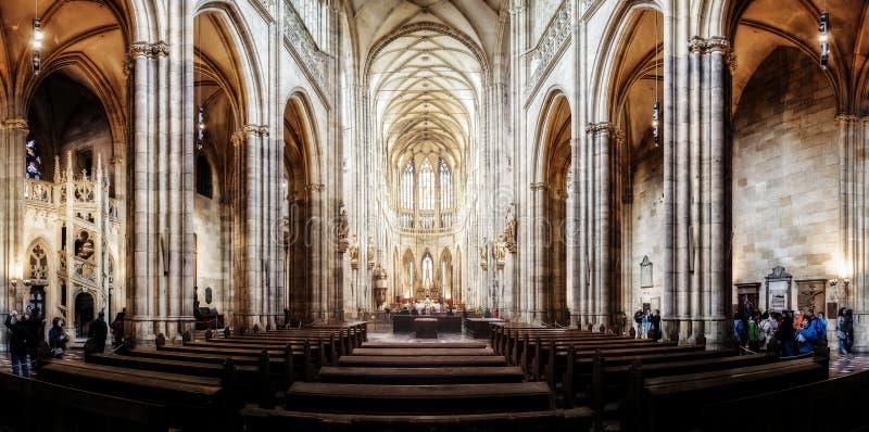 St Vitus Cathedral in Hradcany, de beroemdste kerk in Pragu stock afbeeldingen