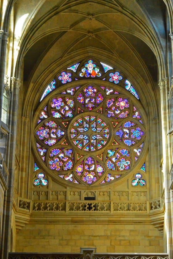 St Vitus Prague Cathedral, Tjeckien för inre 4 - Rose Window - arkivbild