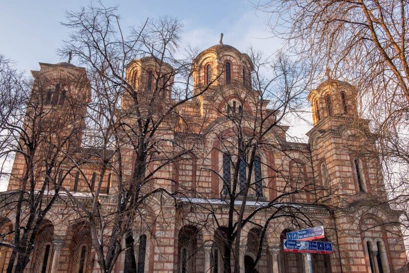 St Zaznacza kościół za drzewami obrazy stock