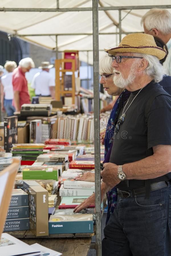 Stać książkowym kramem zdjęcia royalty free
