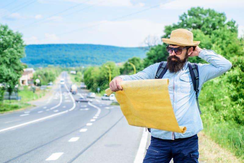 Sta erkennen genoeg details toe om ergens te lopen als ik word verloren op mijn manier verloren word Toeristen backpacker kaart v stock fotografie