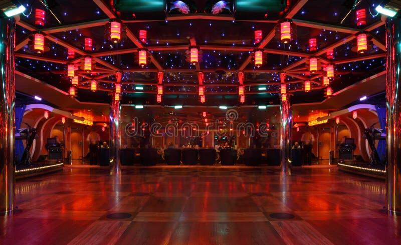 Staaf en danspaviljoen bij voering Costa Luminosa stock foto's