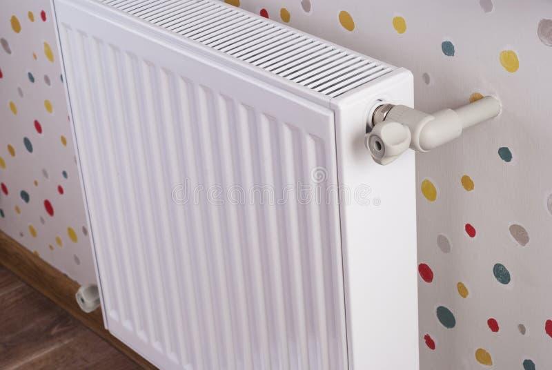 Staal het verwarmen radiator stock afbeelding