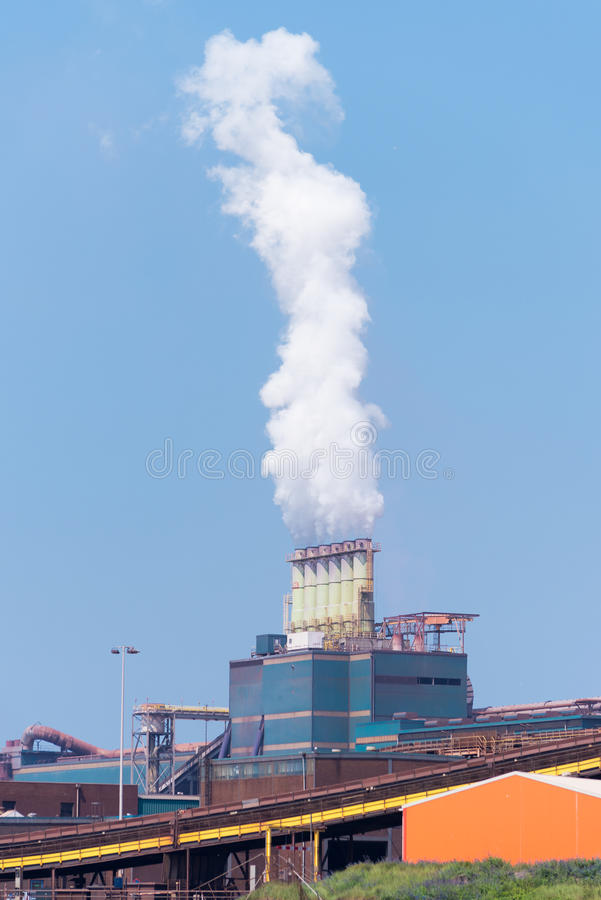 Staalfabriek in actie stock foto