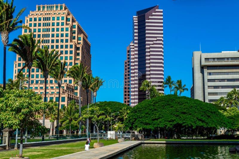 Staat Hawaiis-Kapitol, welches die Stadt von Honolulu betrachtet stockfoto