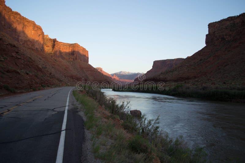 Staat Utah-Weg 128 am Bogen-Nationalpark lizenzfreie stockfotografie