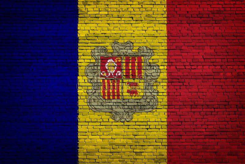 Staatsflagge von Andorra auf einem Ziegelstein lizenzfreie abbildung