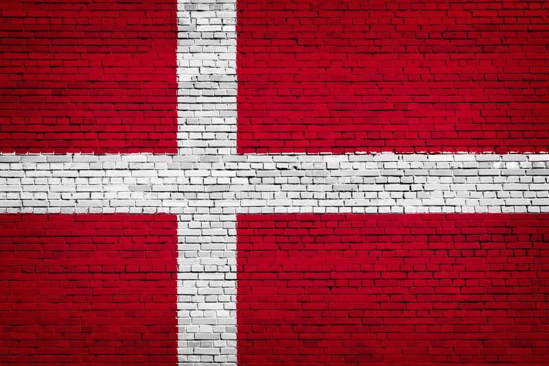 Staatsflagge von Dänemark auf einem Ziegelstein stock abbildung