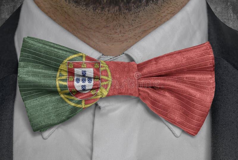 Staatsflagge von Portugal auf bowtie Geschäftsmannklage stock abbildung